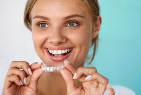 square of Professional vs. DIY Teeth Whitening: Which to Choose