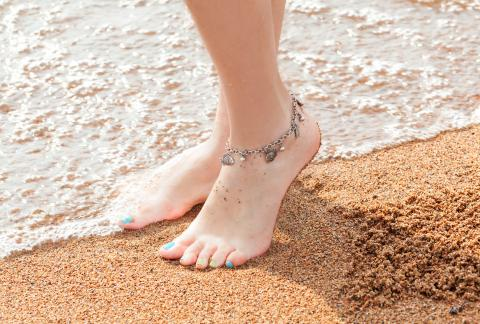 square of Multiple Styles of Anklets Make This a More Versatile Accessory Than People Realize (lifestylealive)